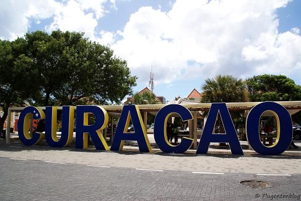 Willemstad Wilhelminaplein Schriftzug Curacao