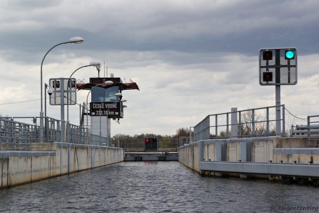 Tschechien Schifffahrt Moldau Schleuse Ceske Vrbne