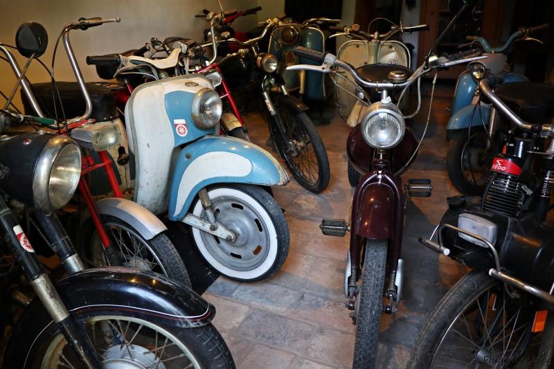 Dorfmuseum Moenchhof alte Mopeds