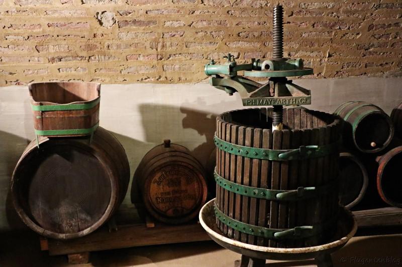 Dorfmuseum Moenchhof alte Weinpresse