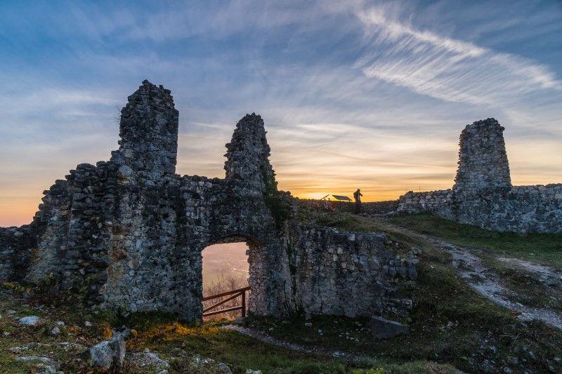 Ruine von Stari Grad bei Sonnenaufgang