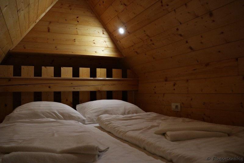 Dachzimmer mit Holzverkleidung