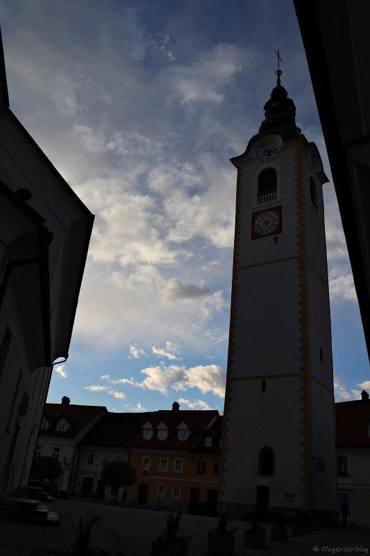 Blick auf den Kirchturm von Zupnija