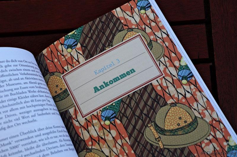buntes Deckblatt eines Kapitels mit Safarihut und Sonnenmilchtube