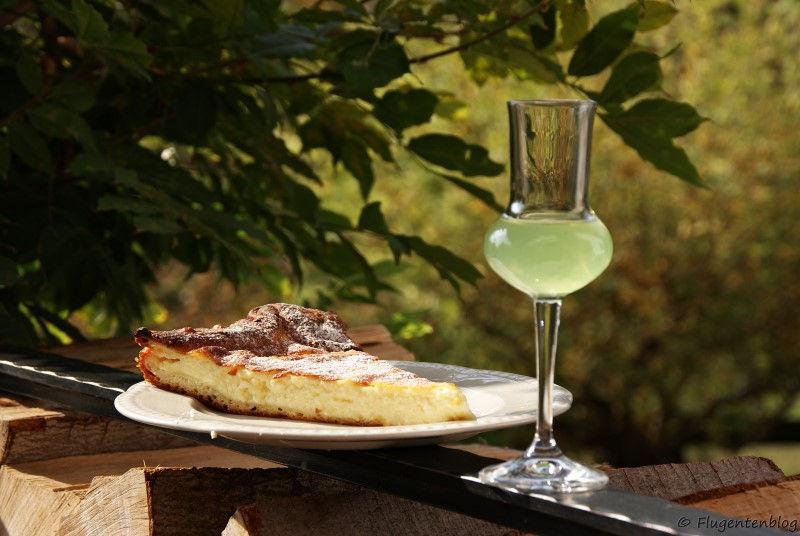 Gibanica und ein Glas Salbeilikoer