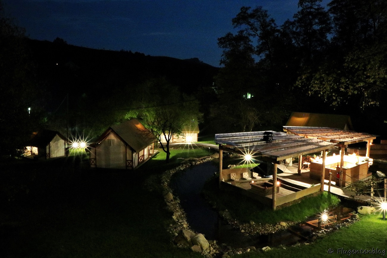 Blick auf das Resort bei Nacht
