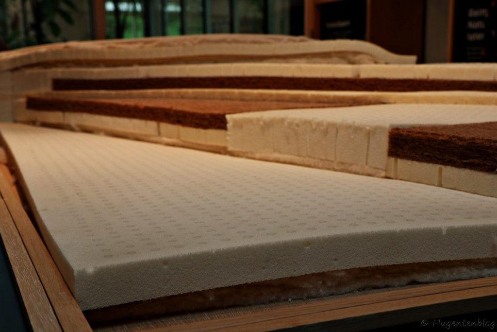 Innenschichten der Matratze aus verschiedenen Materialien